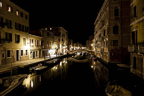 venice-shot-by-night