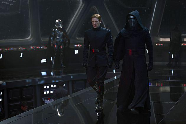star-wars-force-awakens-images-villains-kylo-ren-hux_0